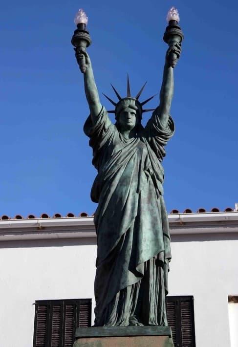 estatua de la libertad dali