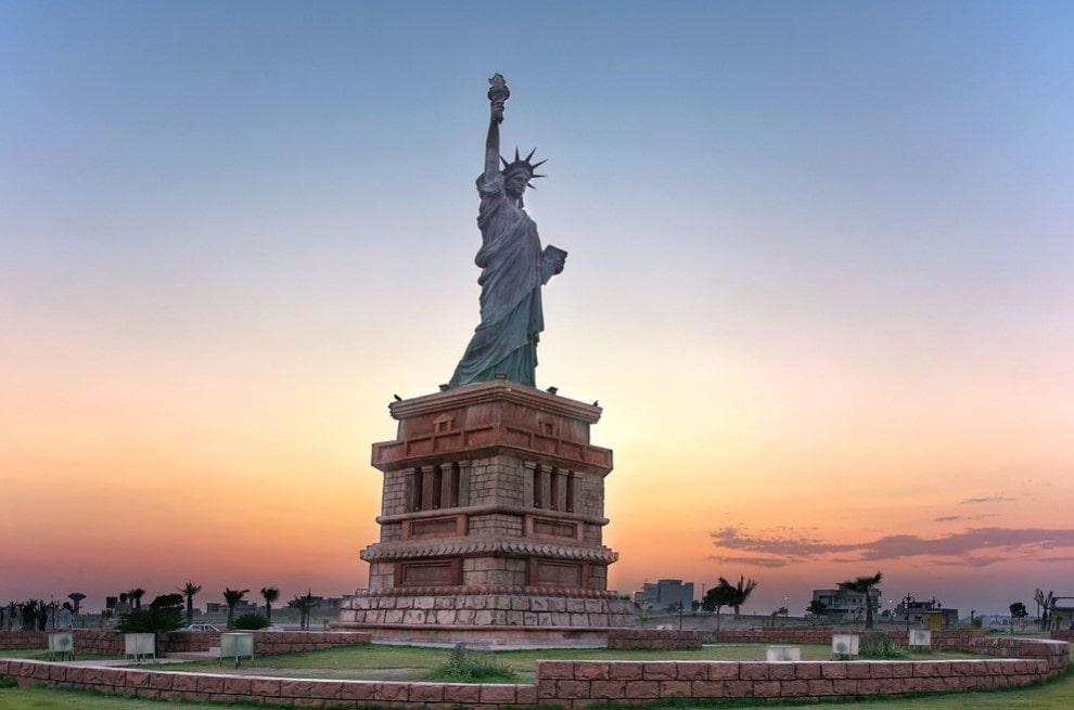 estatua de la libertad pakistan