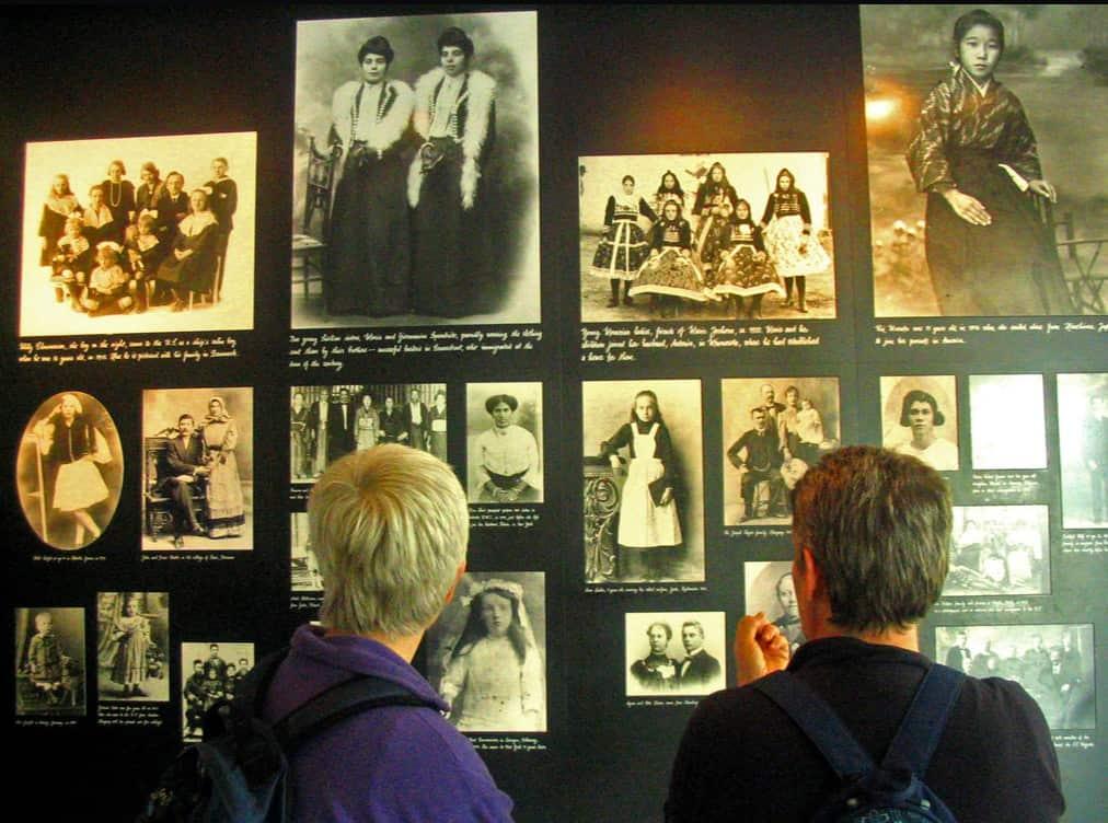 En 'Tesoros de la casa' encontrarás miles de fotografías históricas de los inmigrantes que llegaron a la Isla de Ellis.
