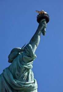 antorcha estatua de la libertad-min