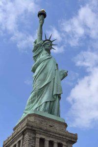 color verde estatua de la libertad-min
