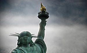 detalle antorcha estatua de la libertad-min