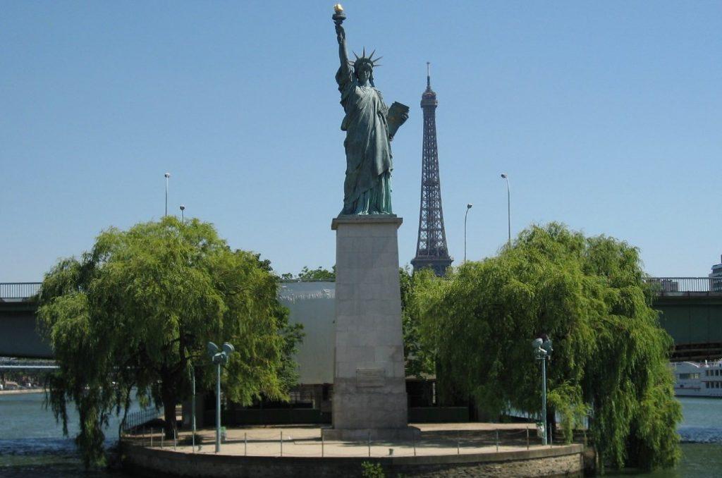 estatua de la libertad paris torre eiffel