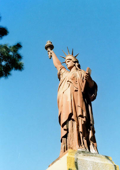 estatua libertad barrancas de belgrano