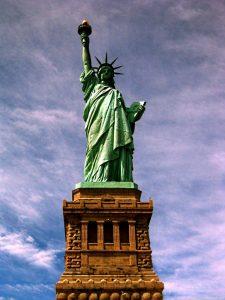 la libertad iluminando al mundo-min