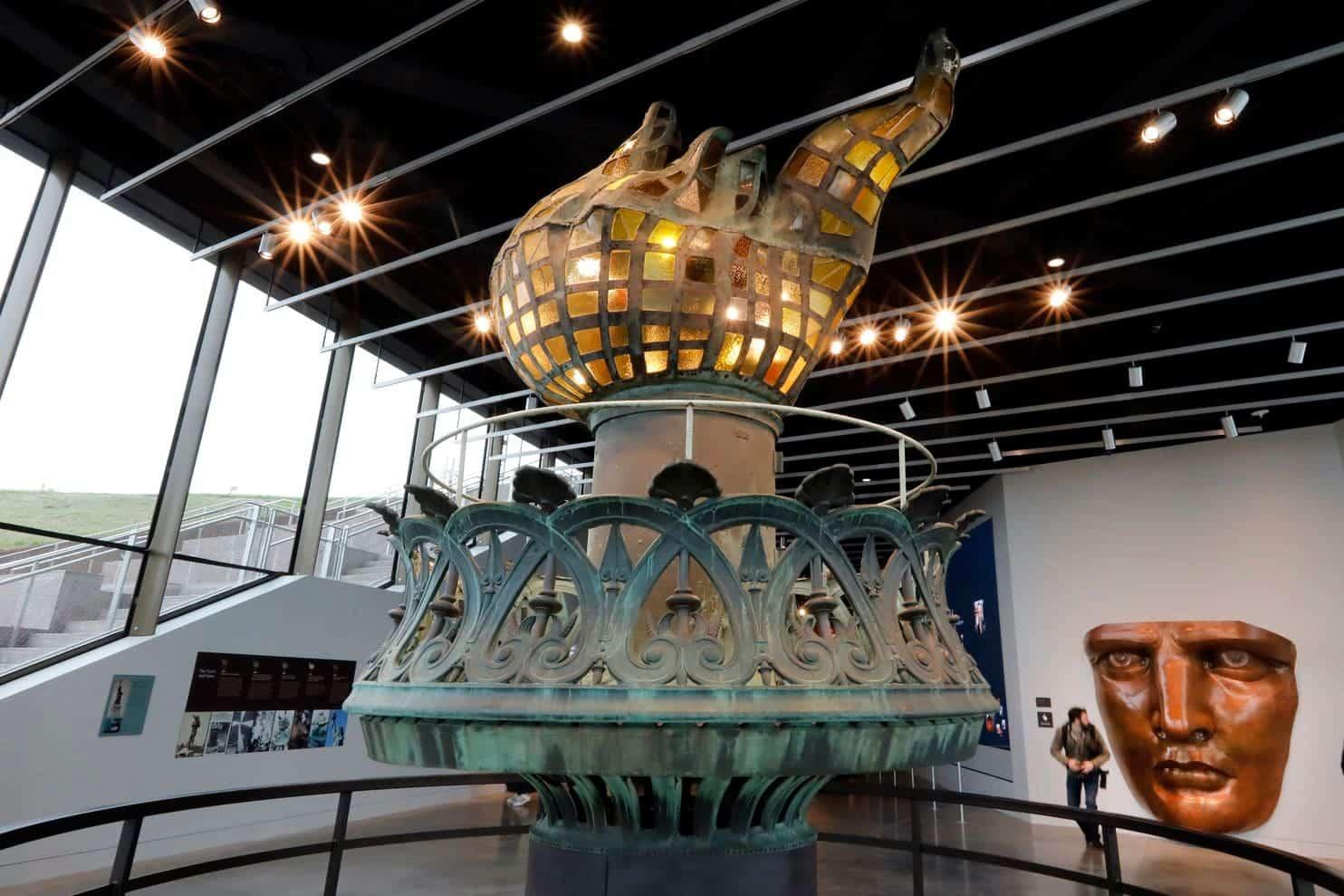 nuevo museo estatua libertad antorcha