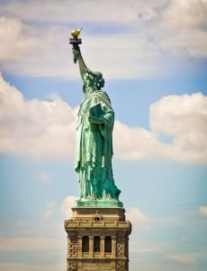 statue of liberty lateral y pedestal-min