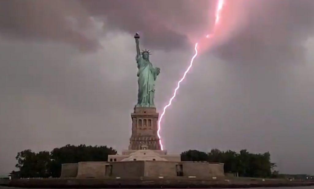 rayo estatua de la libertad